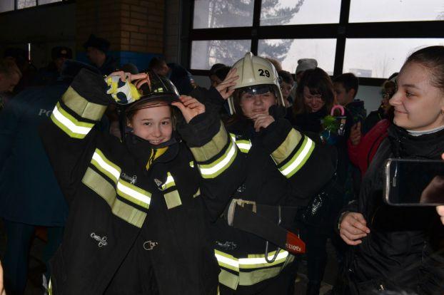 Школьники побывали в гостях у огнеборцев в спецчасти Подольска