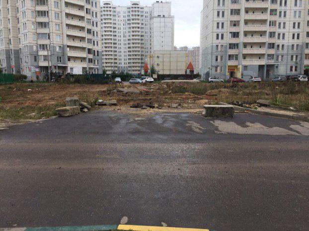 Большой участок земли в центре нового микрорайона Подольска ждет часа преображения.