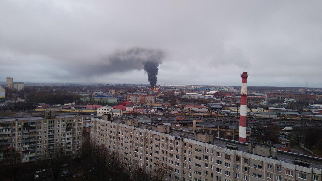 Мощный пожар вПодольске: пылают склады наплощади тысяча квадратных метров