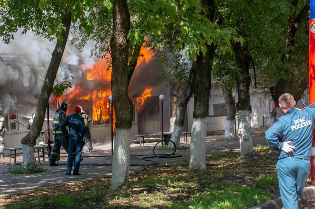 Торговые ряды сгорели на улице Парковой