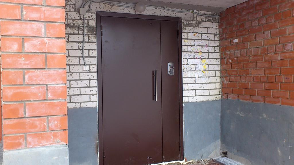 Замена входных дверей в подъездах