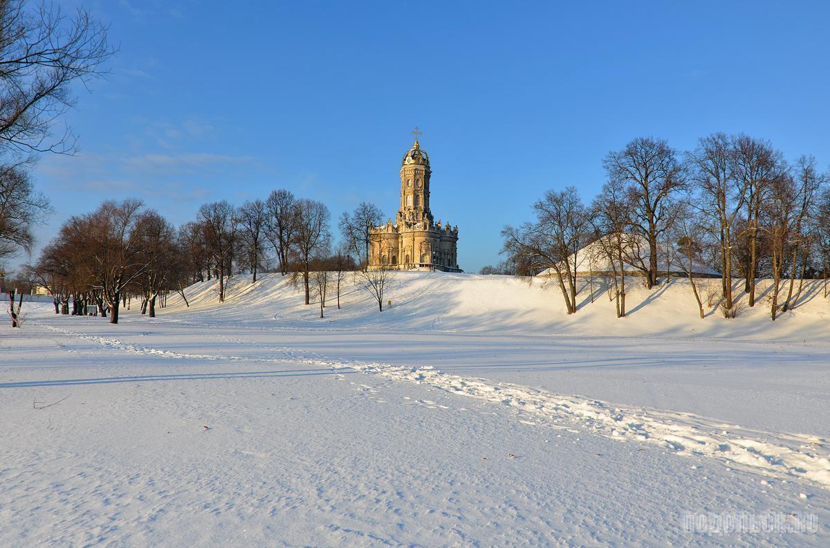 Храм Знамения зимой.