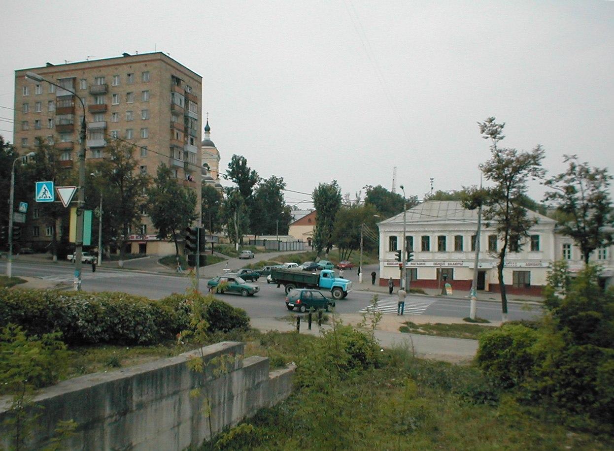 На месте дома № 105, вид на проспект Ленина, 2002 год.