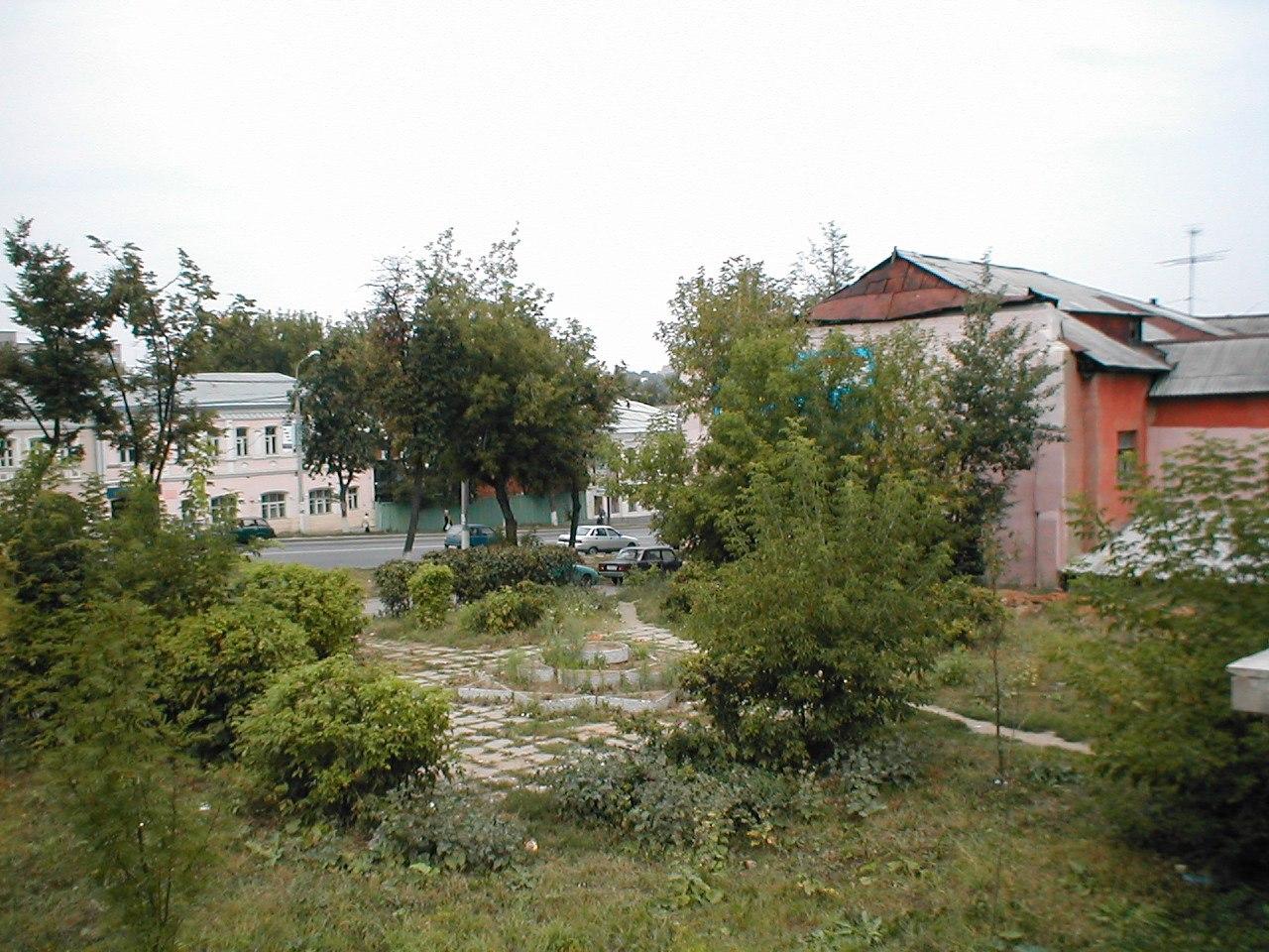 Не месте дома № 105, вид на Проспект Ленина, 2002 г.