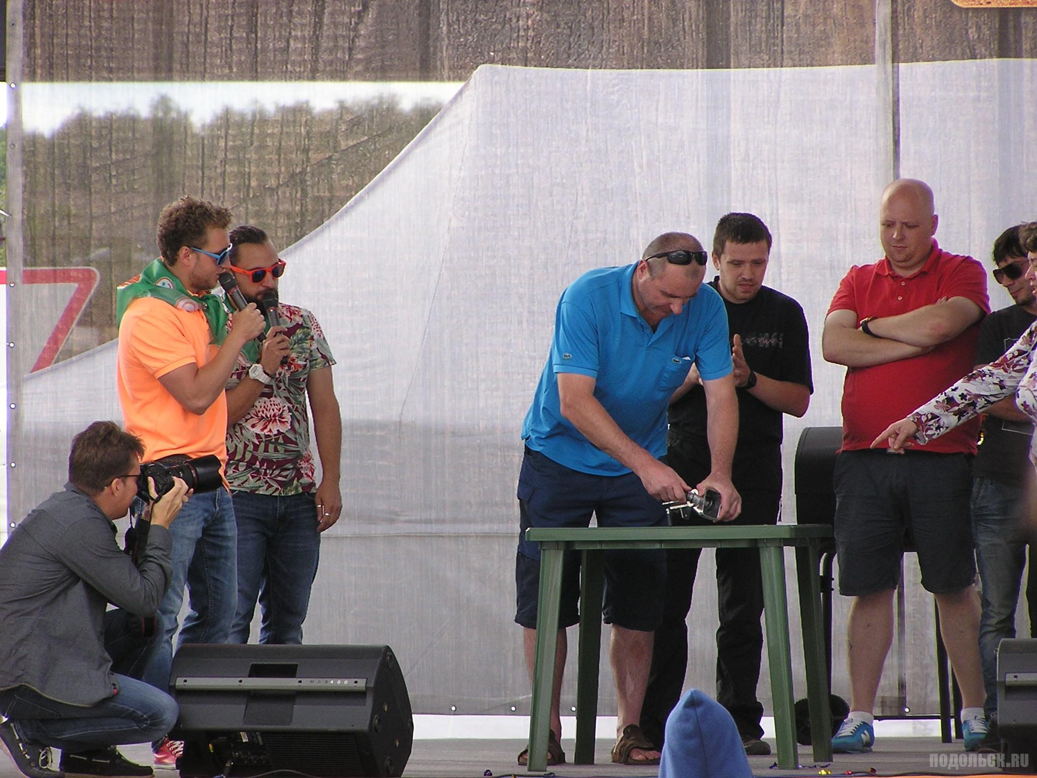 """""""Грильмания"""" в Климовске 11 июля 2015 г. Конкурс для зрителей по сбору и разбору мясорубки."""