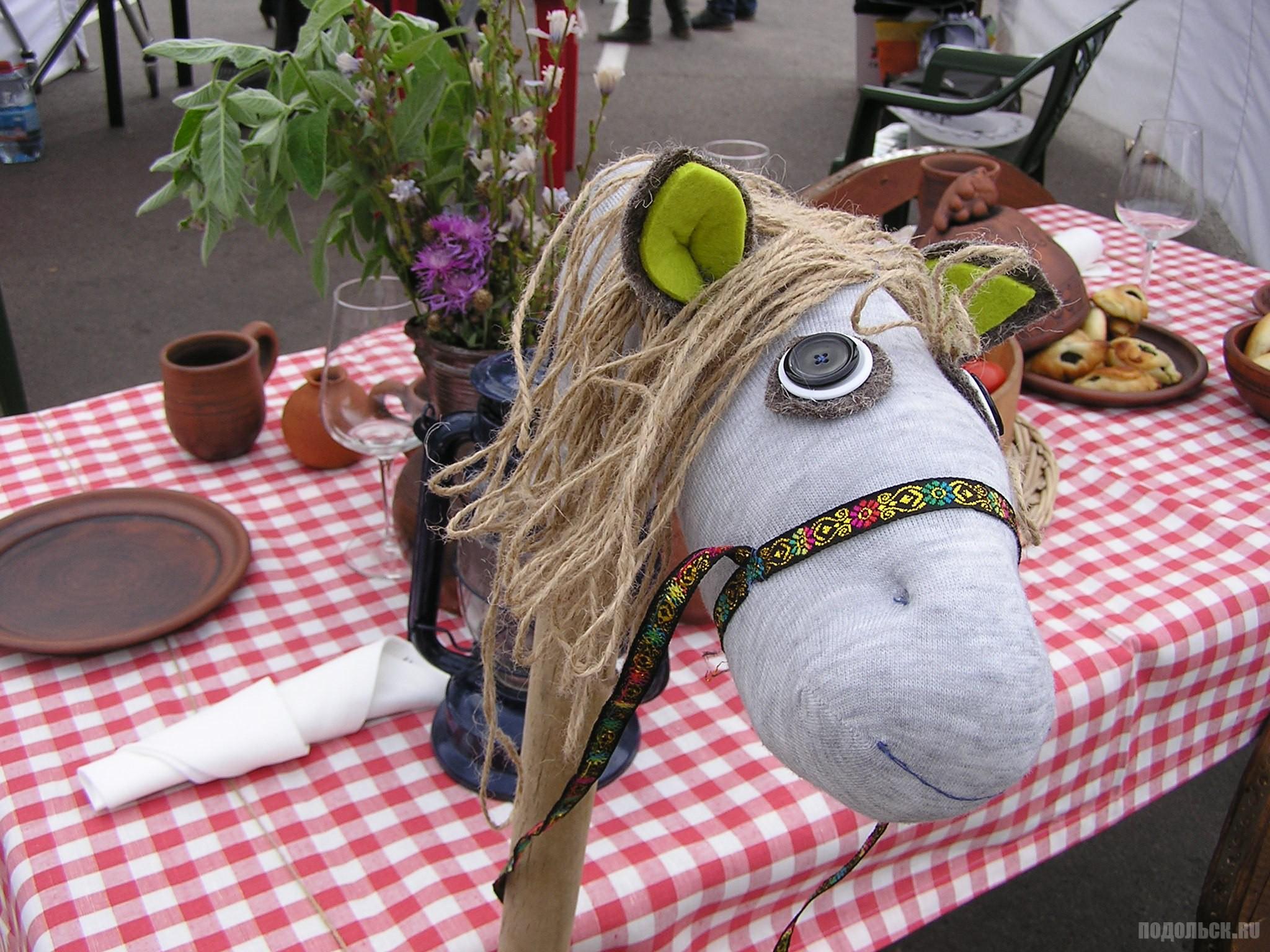 Грильмания в Климовске, 11 июля 2015 г. Лошадка из салуна.