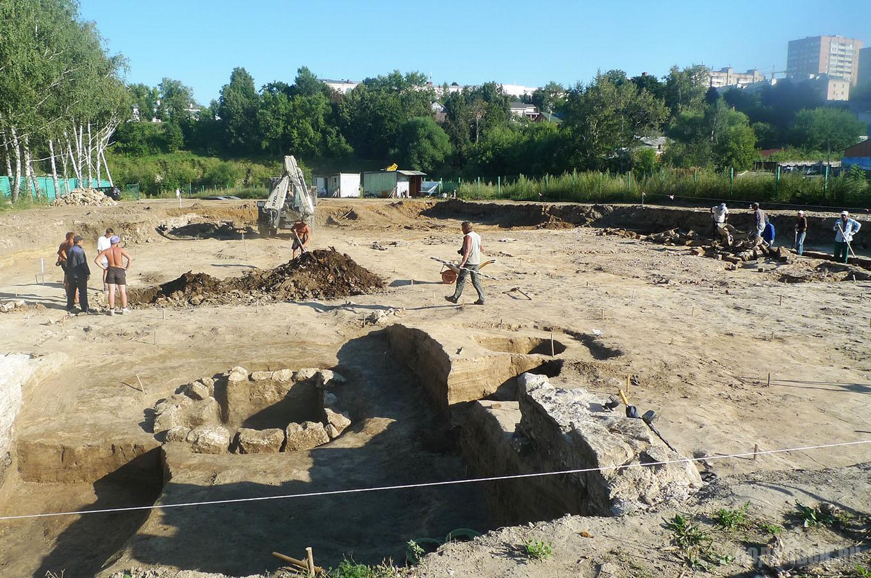 Археологические раскопки у Пахры. Найдены следы пивоварни П. Каноныкина.