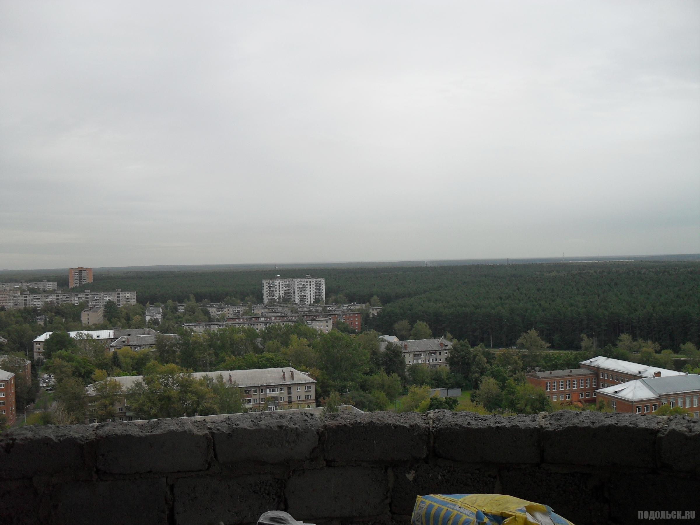Вид с 18-го этажа дома на Электромонтажном, 11. Сентябрь 2015 г.