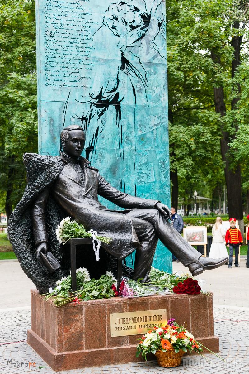 Памятник М.Ю. Лермонтову в парке им. Талалихина. 12.09.2015.