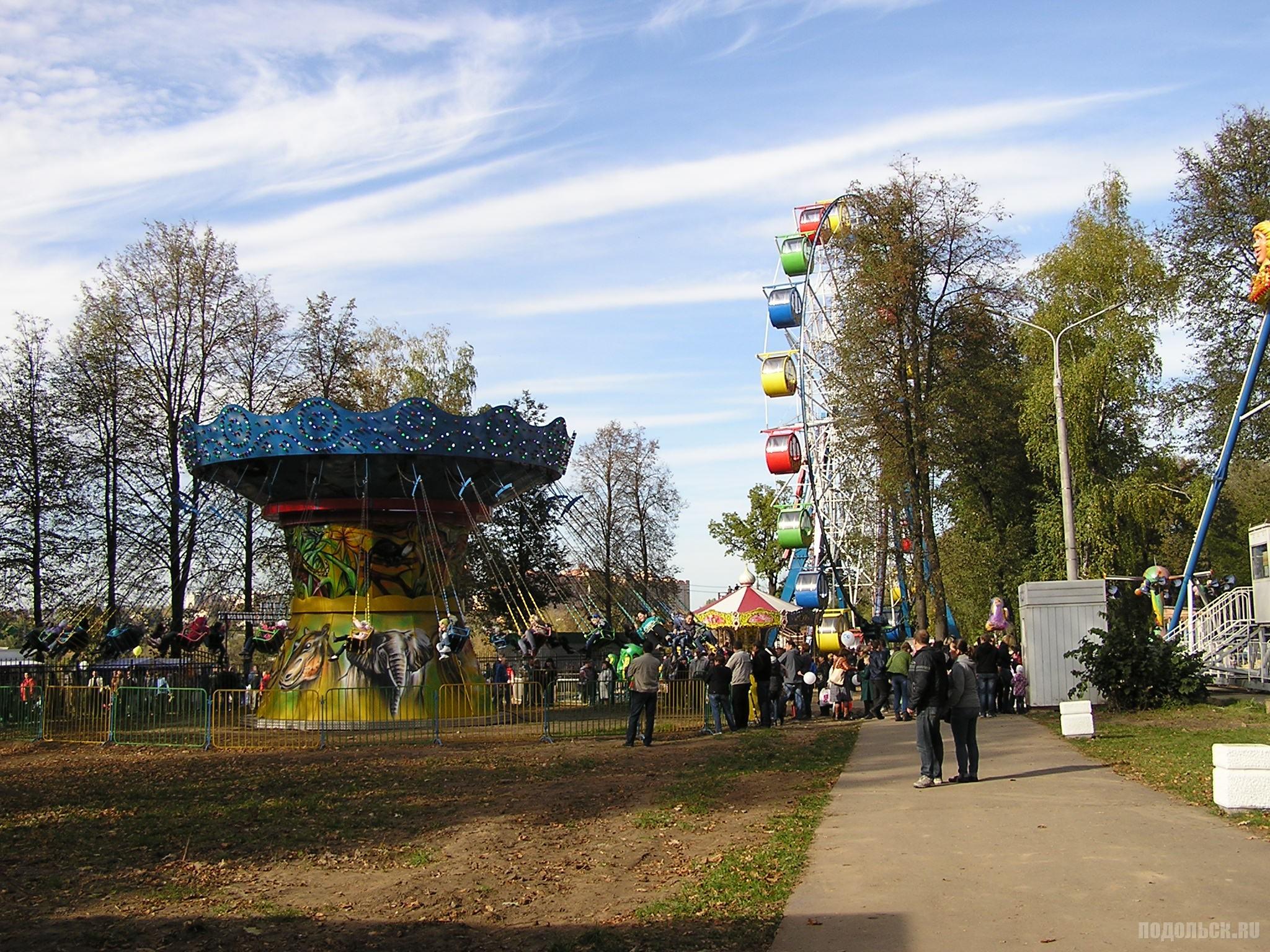 Аттракционы в парке 4 октября.