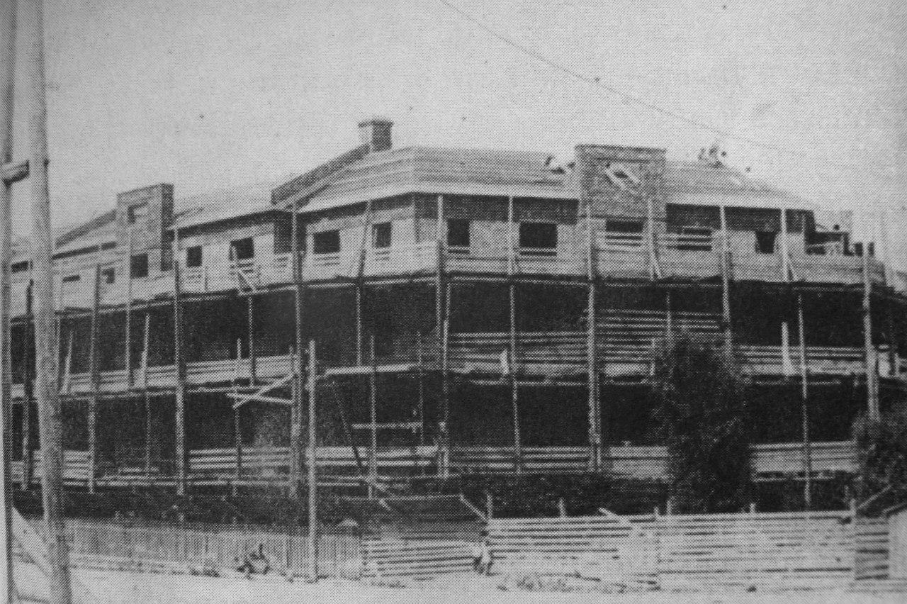 Стройка жилого дома № 34/29 на Ревпроспекте.  1926-1927 гг.