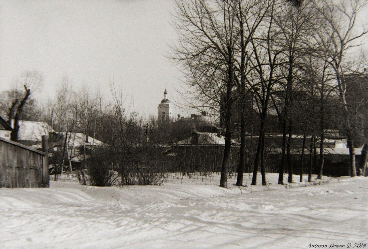 Вид на Троицкий собор с улицы Комсомольской. Середина 1970-х годов.