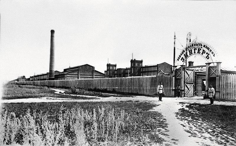 """Подольск. Завод компании фабрики швейных машин """"Зингер"""".  Фото между 1906-1910 г."""