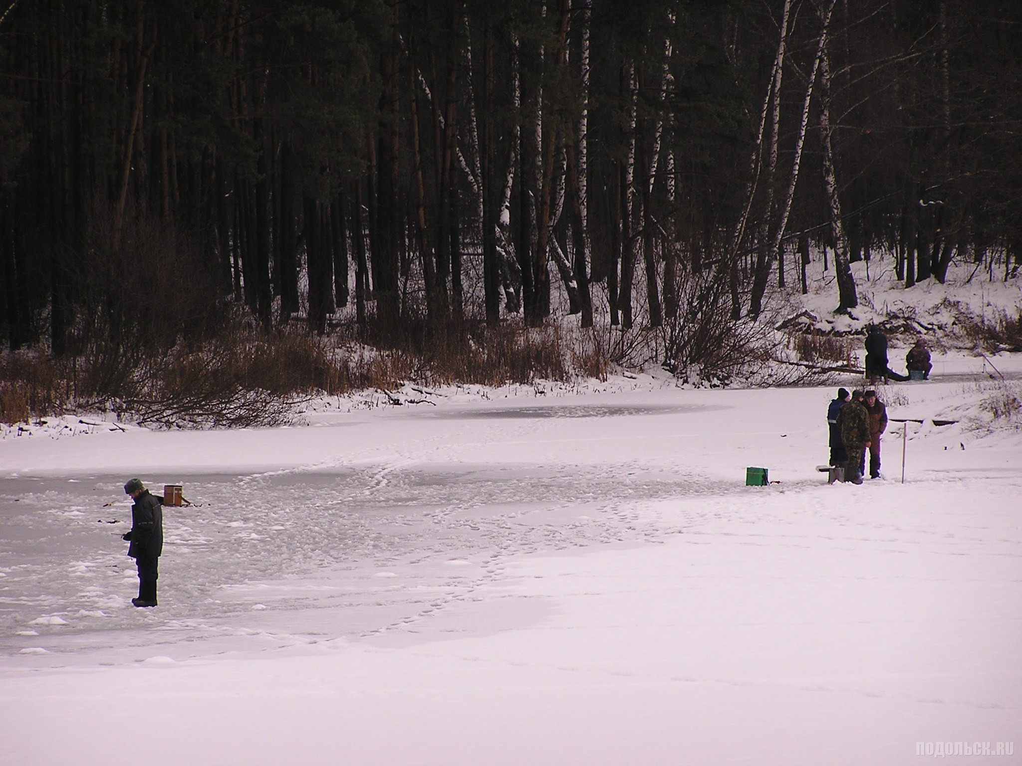 Рыбаки на водоеме в Леспроекте 19.12.2015.