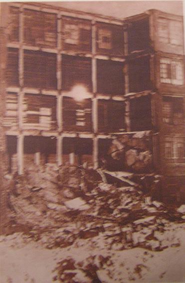 Разрушенный бомбежкой корпус Подольского механического завода. 1941 г.