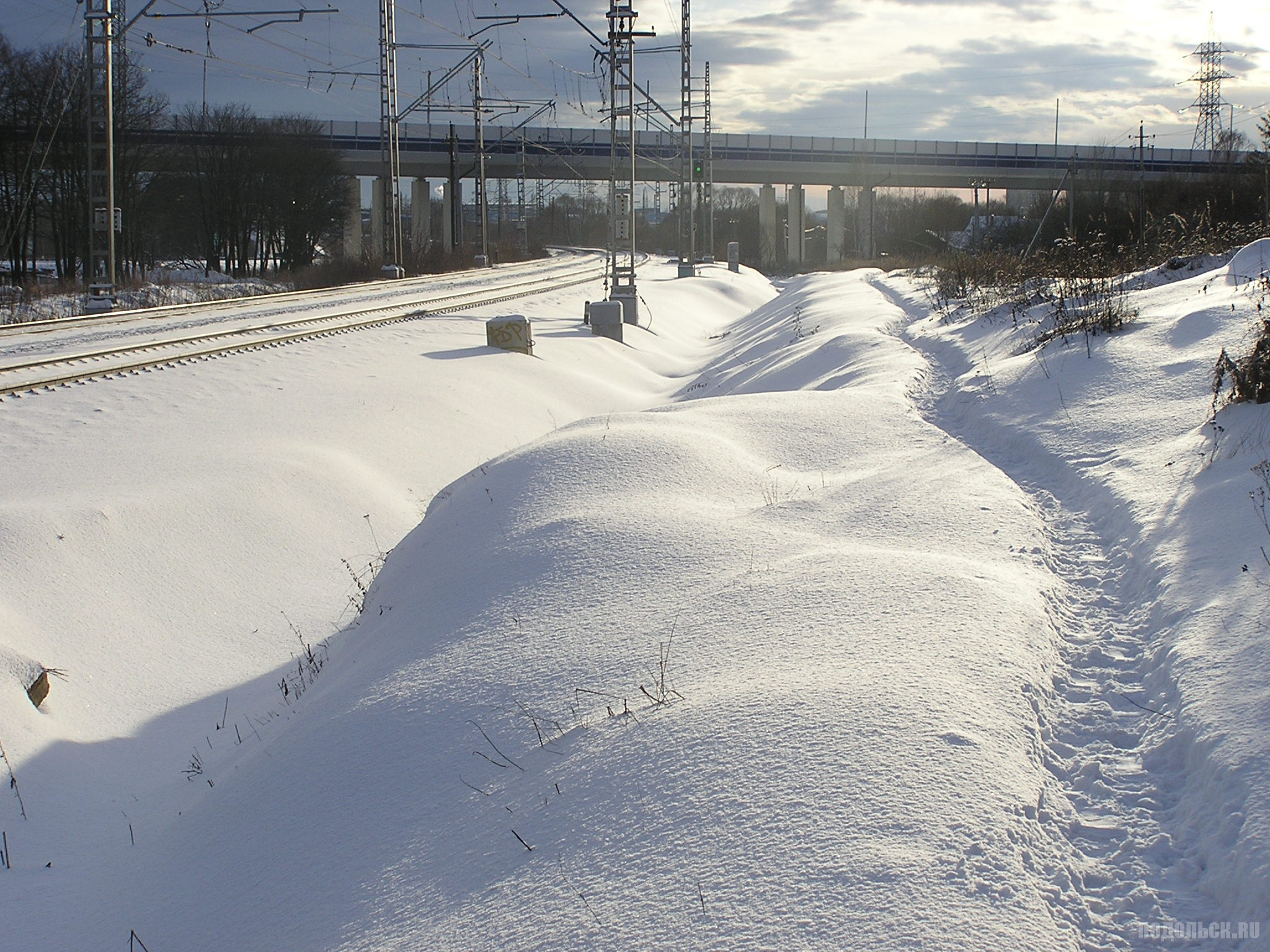 Вид на эстакаду Южного обхода через жд. Весенняя. Янвапь 2016 г.