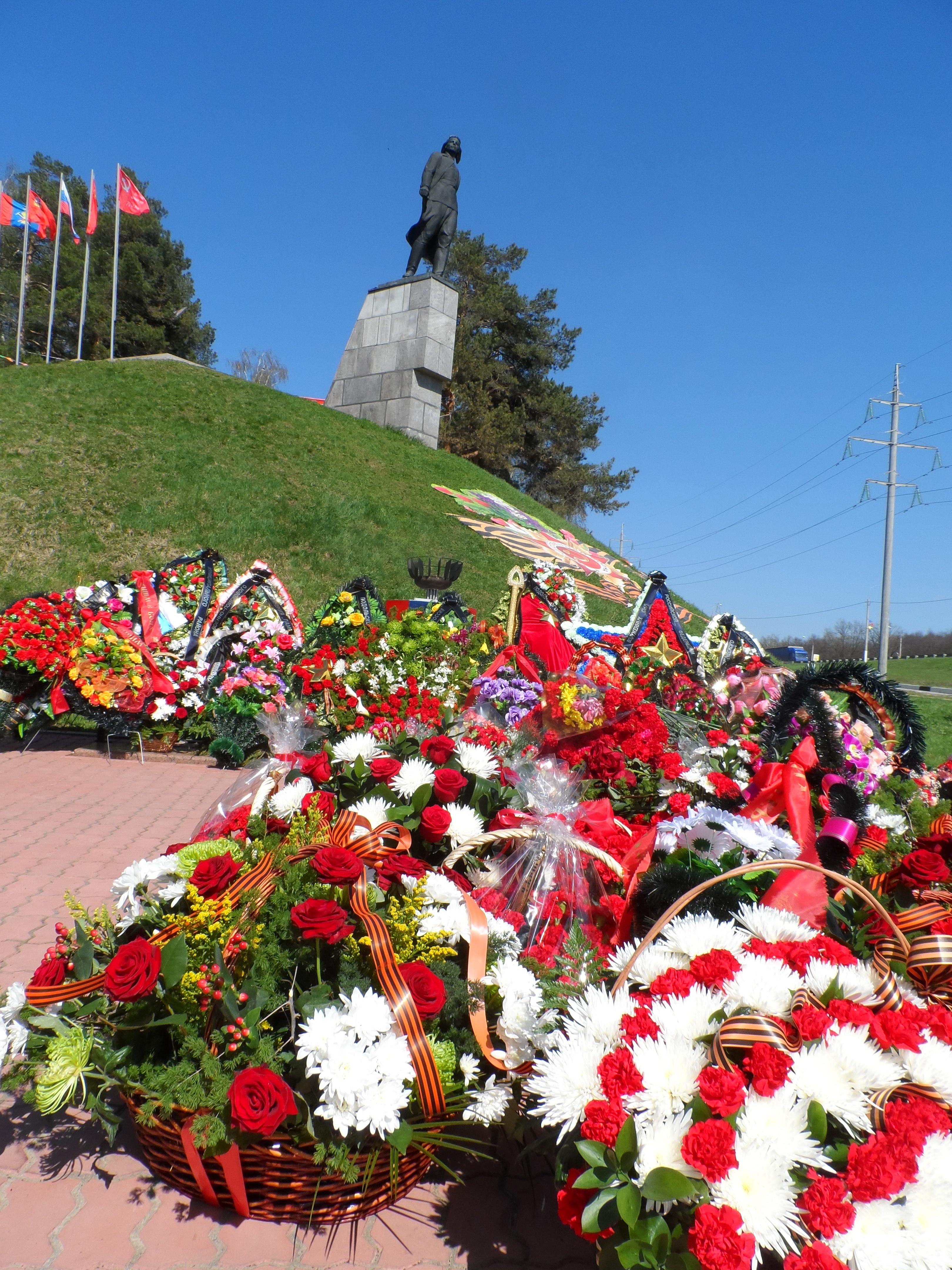 Кузнечики. Памятник Виктору Талалихину.