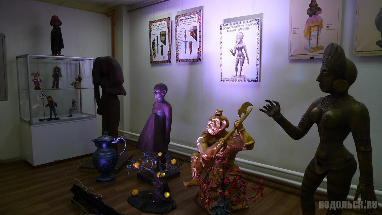 Выставка творческих работ студентов и преподавателей Театрально художественно-технического колледжа.