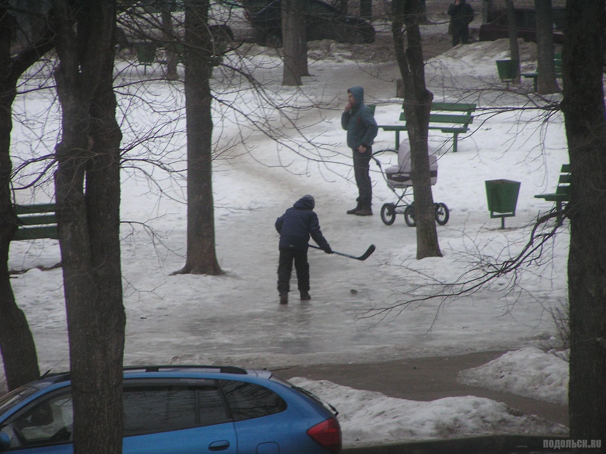 Хоккей на льду во дворе. 2.2016.