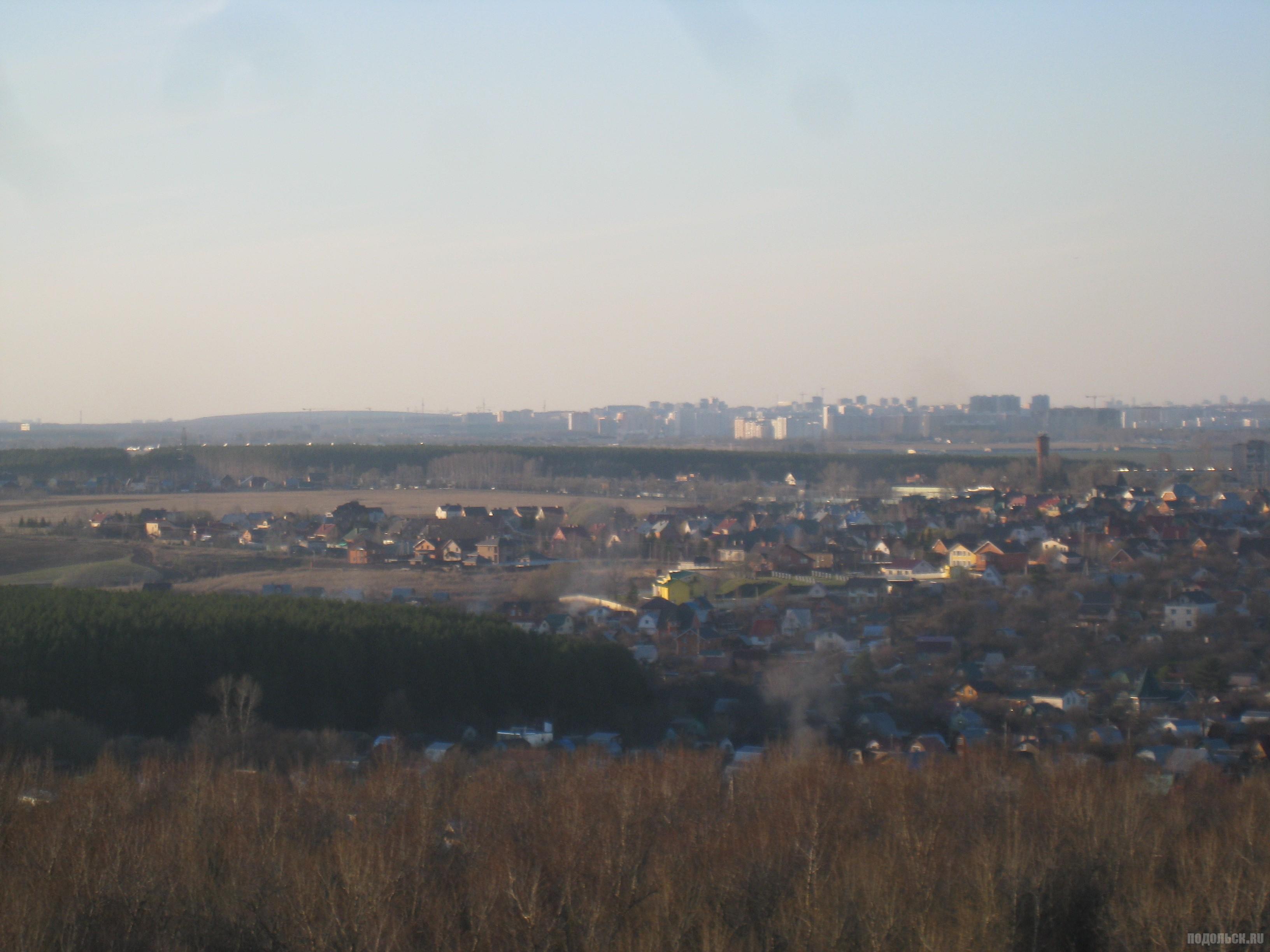 Вид на Ерино и Троицк с Красной Горки. Апрель 2016 г.