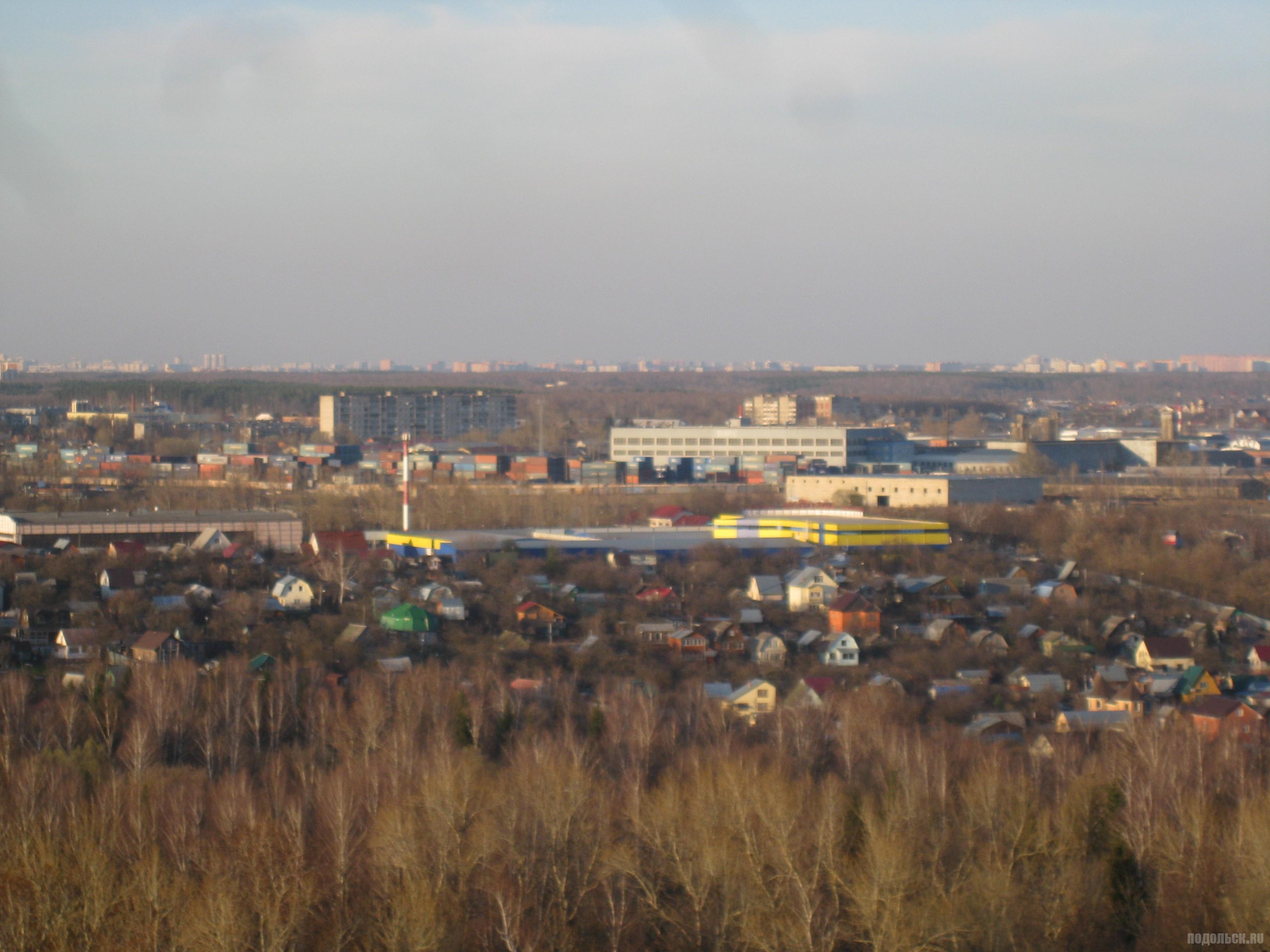 Вид с Садовой улицы на Цемзавод. Апрель 2016 г.