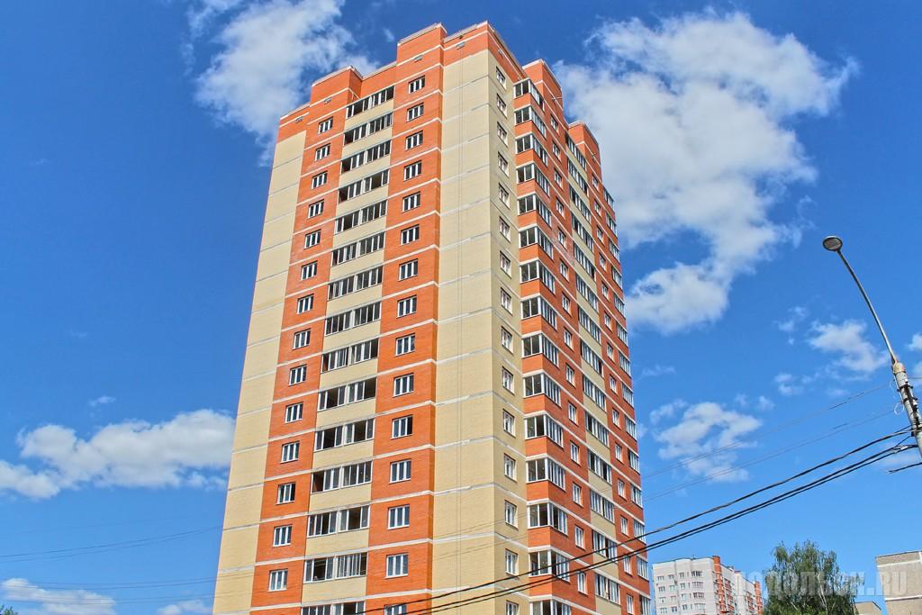 Жилой дом на улице Шаталова, 2. Май 2016 г.