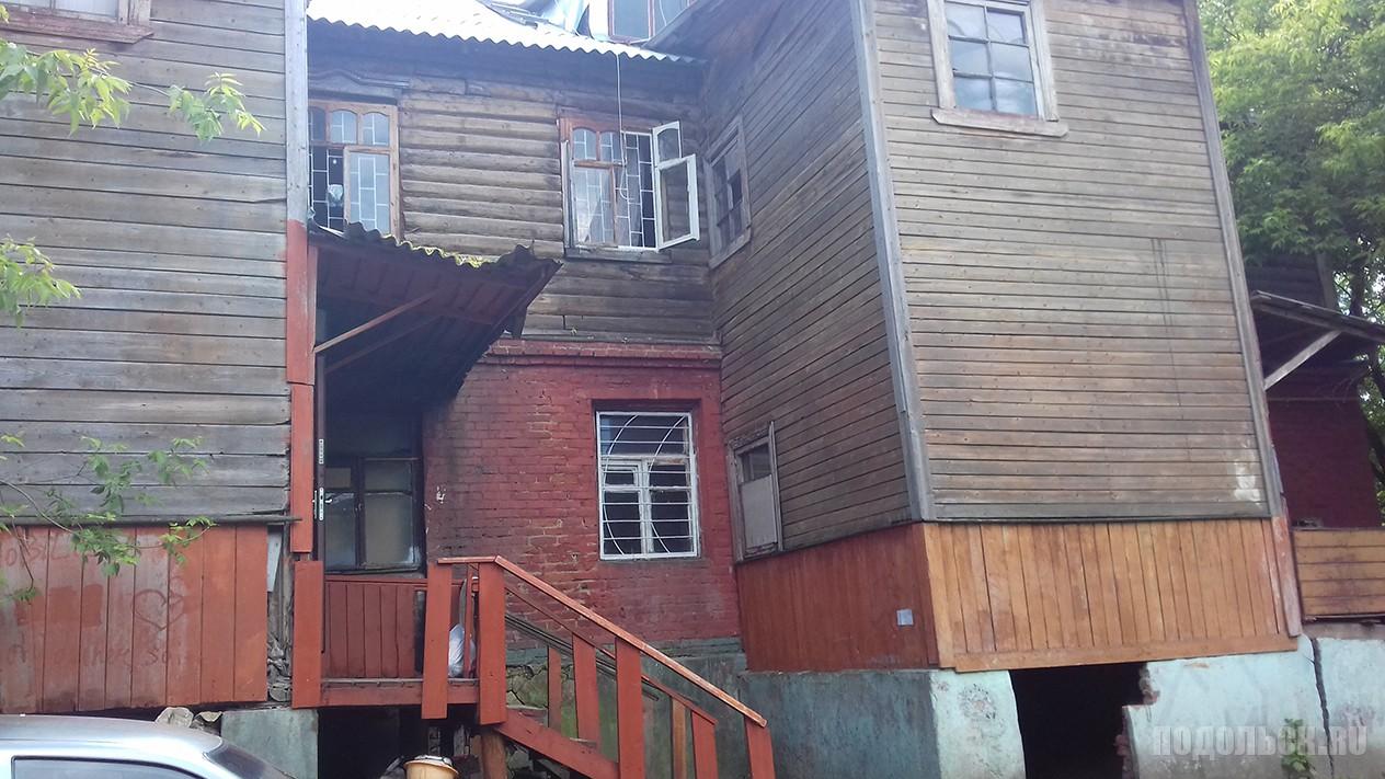 Старый дом частном секторе.