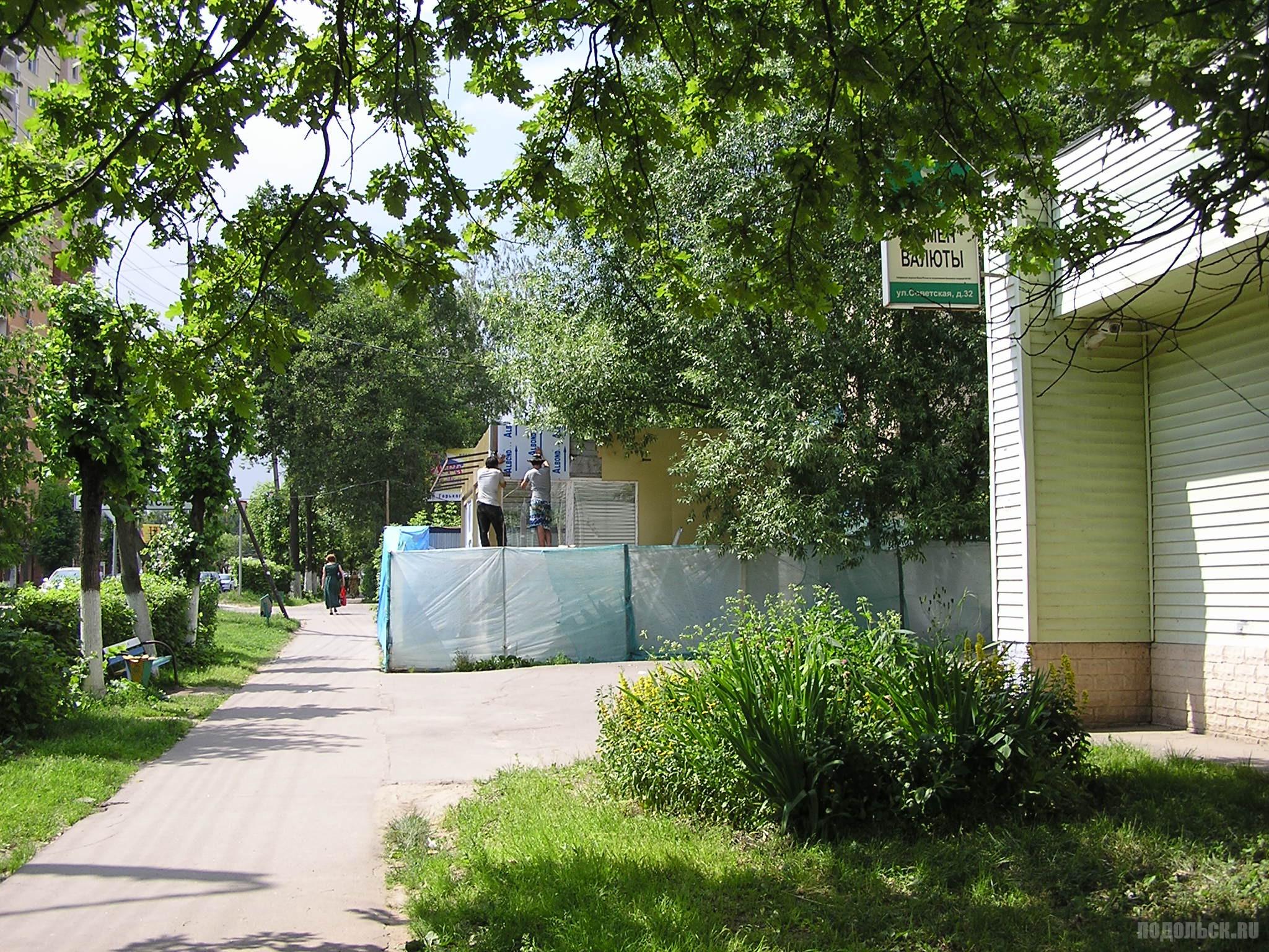 Строительство торгового павильона на улице Горького. 27 июня 2016 г.