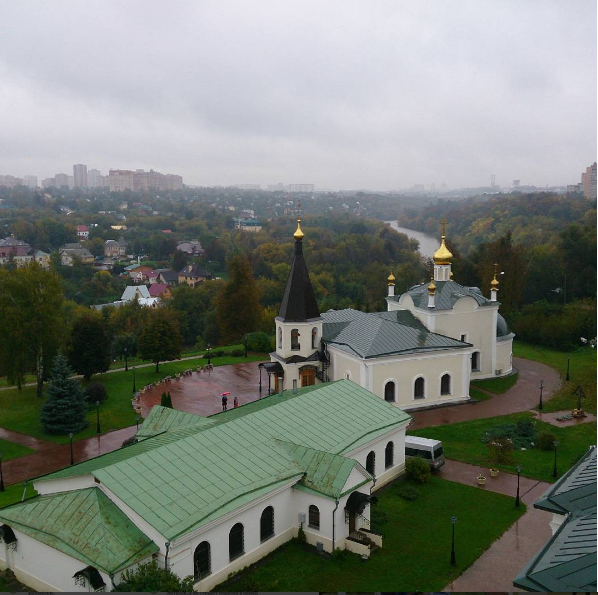 Вид на Воскресенский храм. Июль 2016.