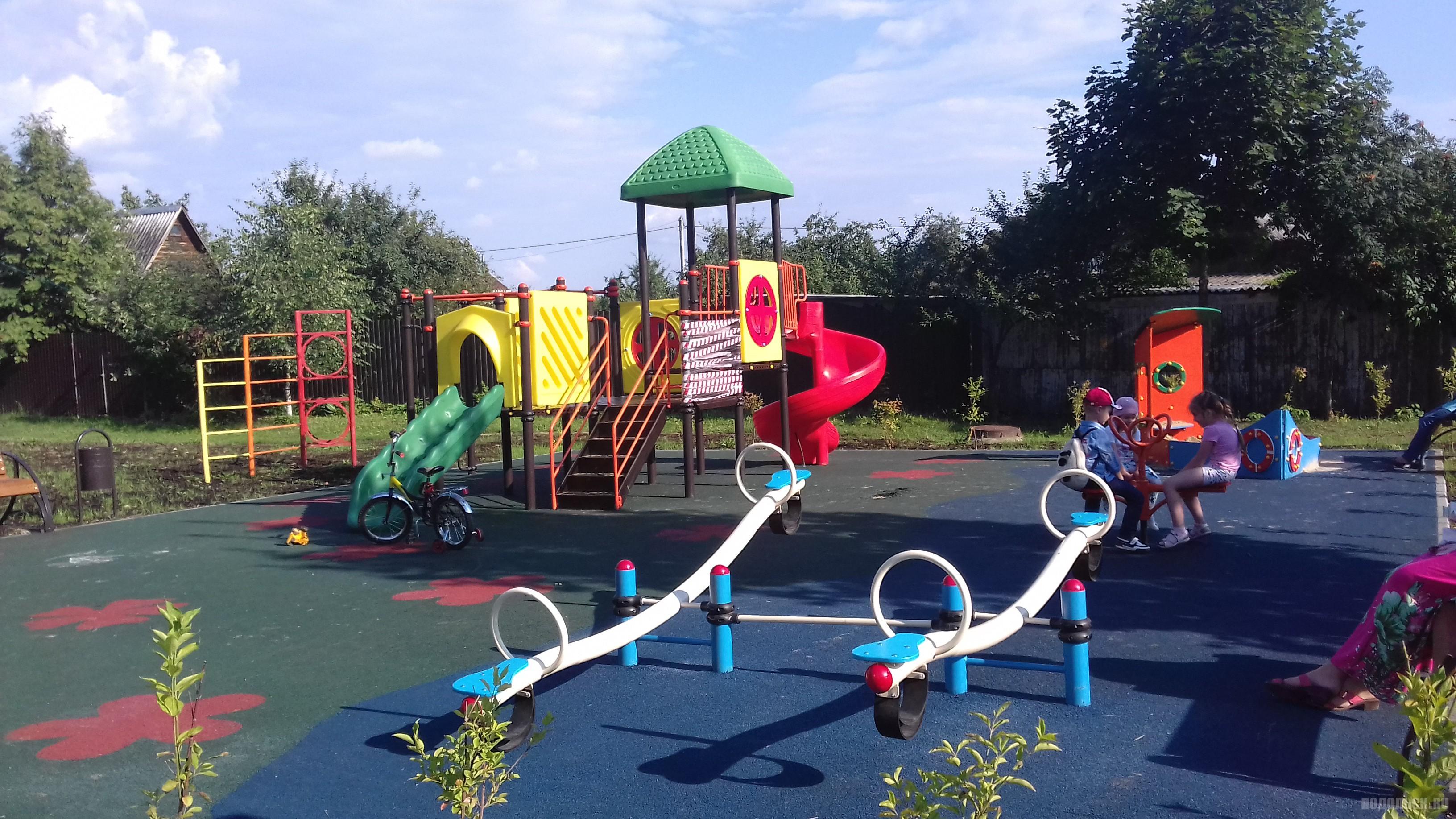 Детская площадка. Июль 2016 г.