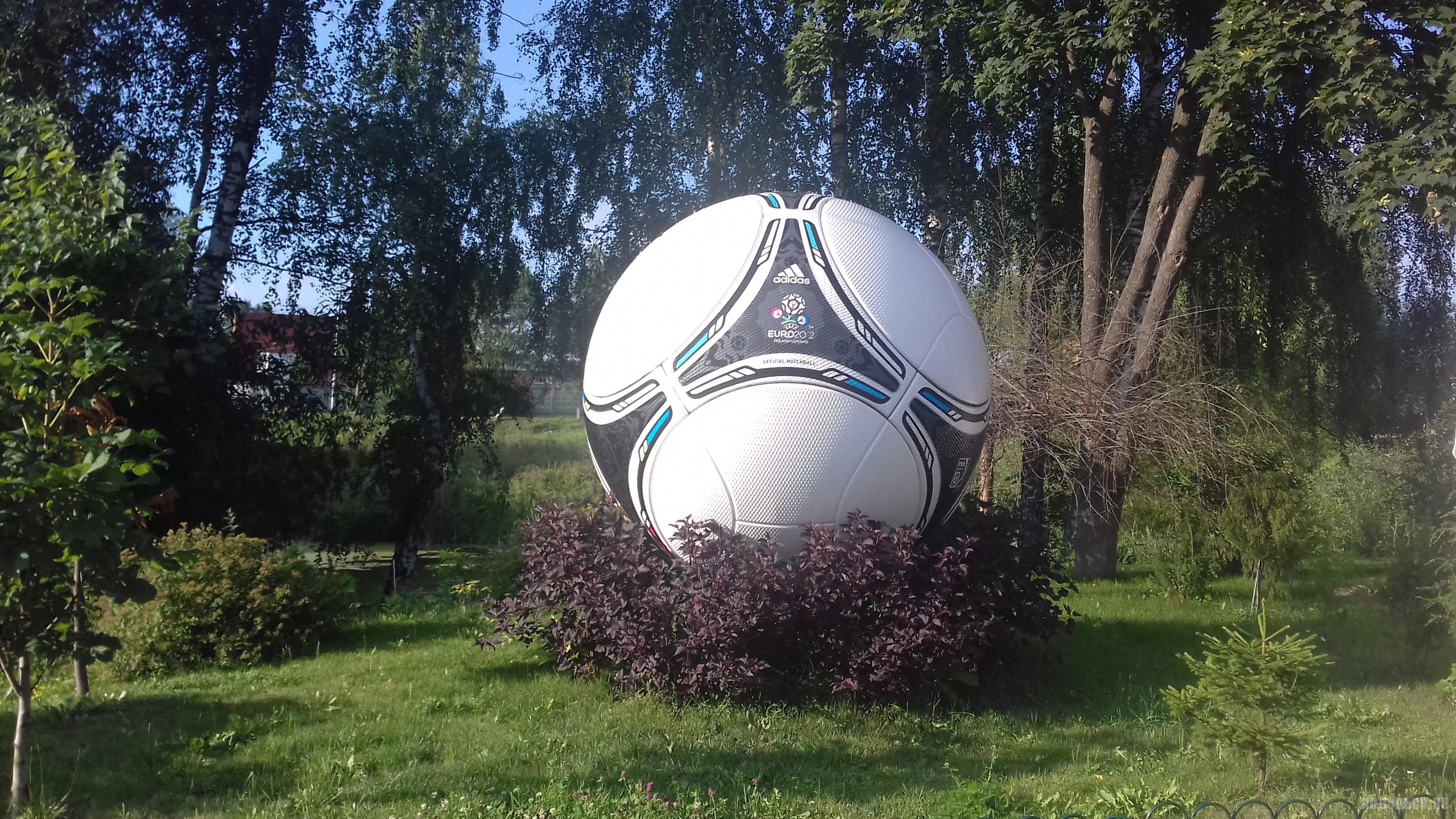 """""""Памятник"""" Евро-2012."""