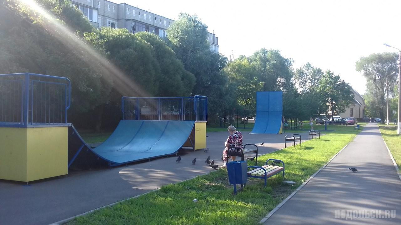 Спортивная площадка в поселке.