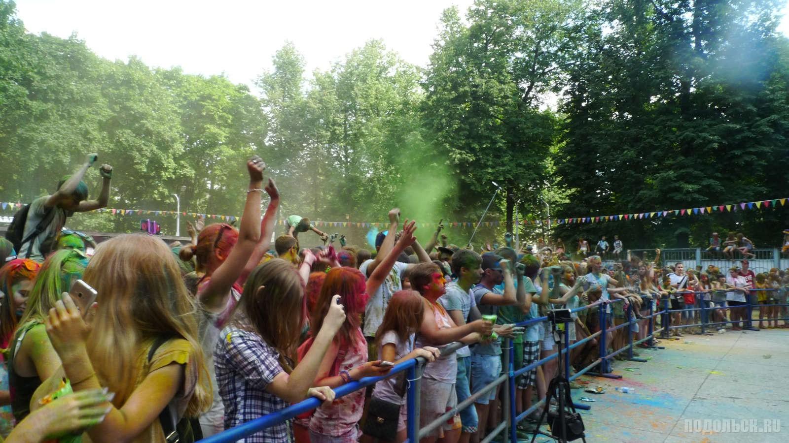 Фестиваль красок  Подростки, молодежь, дети.