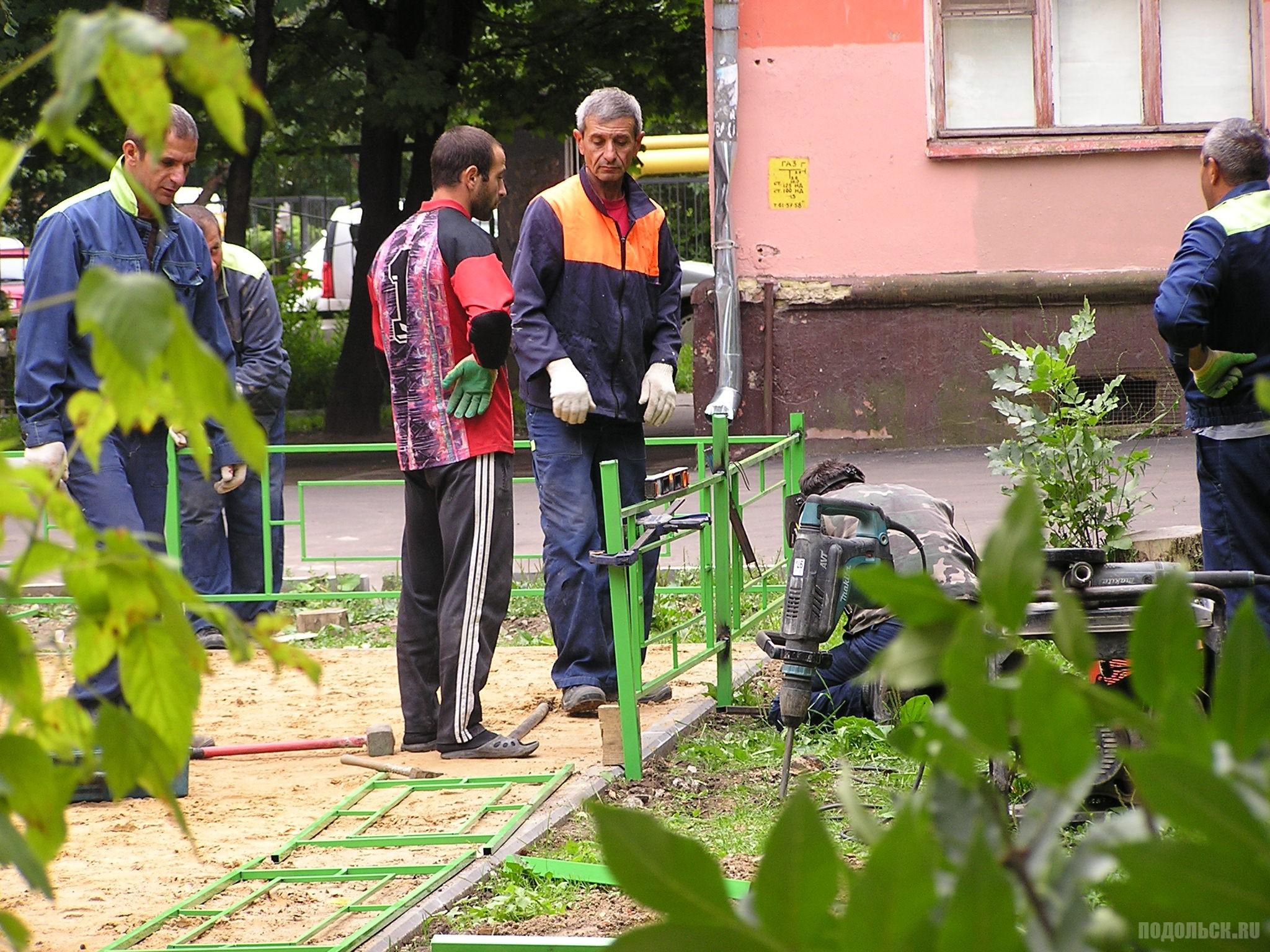 Монтаж детской площадки в Климовске. Август 2016 г.