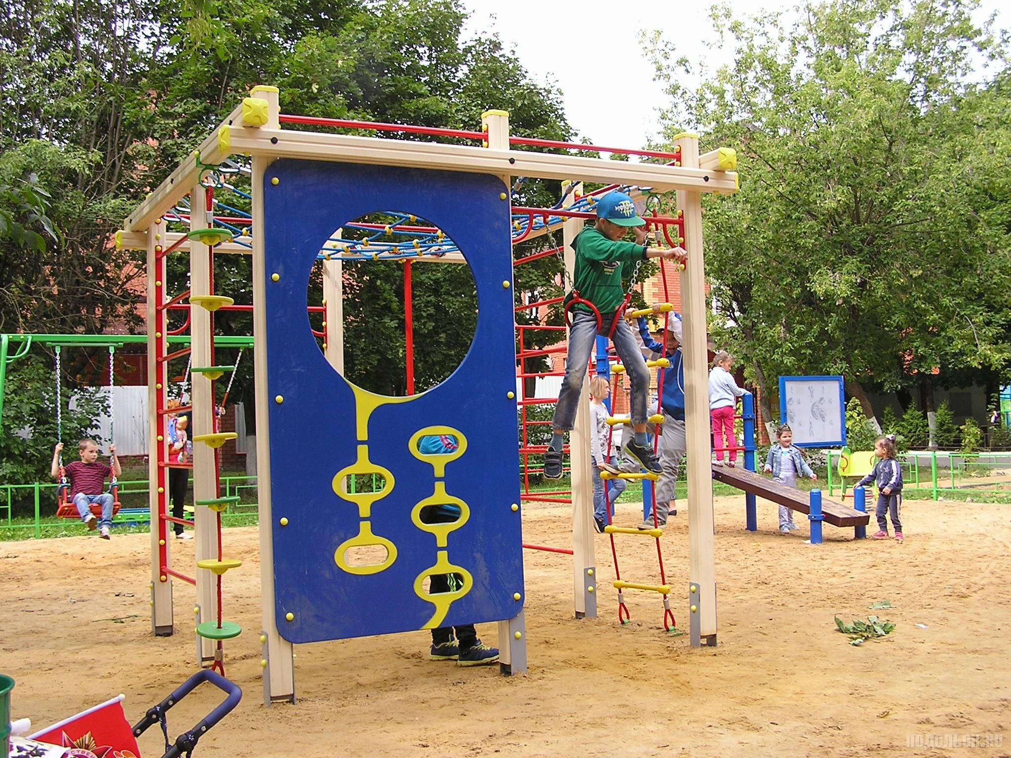 Новая детская площадка в Климовске. Август 2016 г.