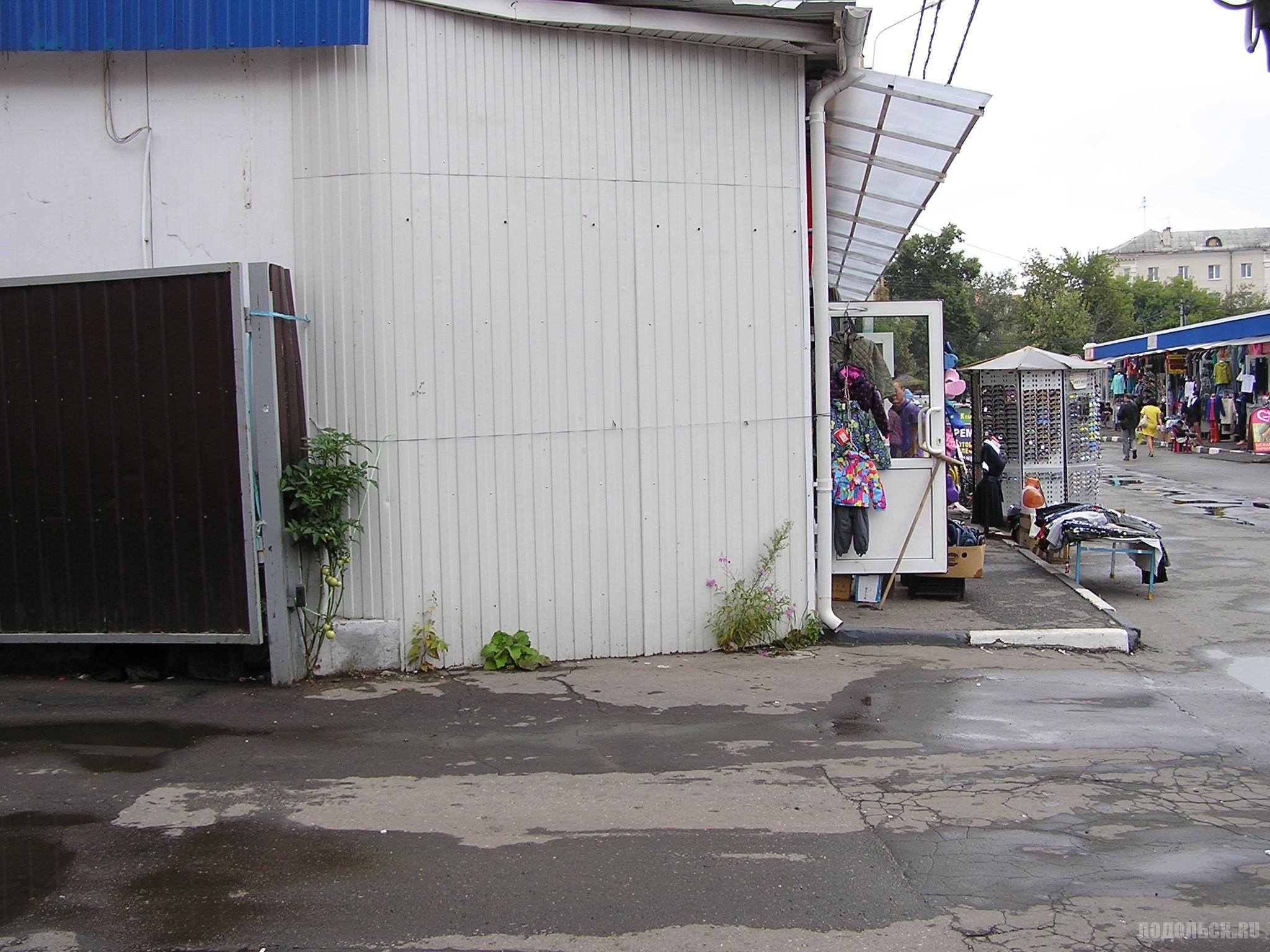 Советская улица, вещевой рынок. Август 2016 г.
