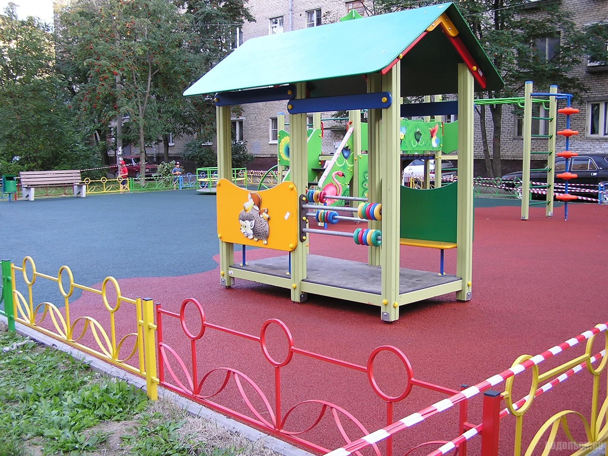 Новая детская площадка в Климовске. Заводская улица, 29 августа 2016 г.