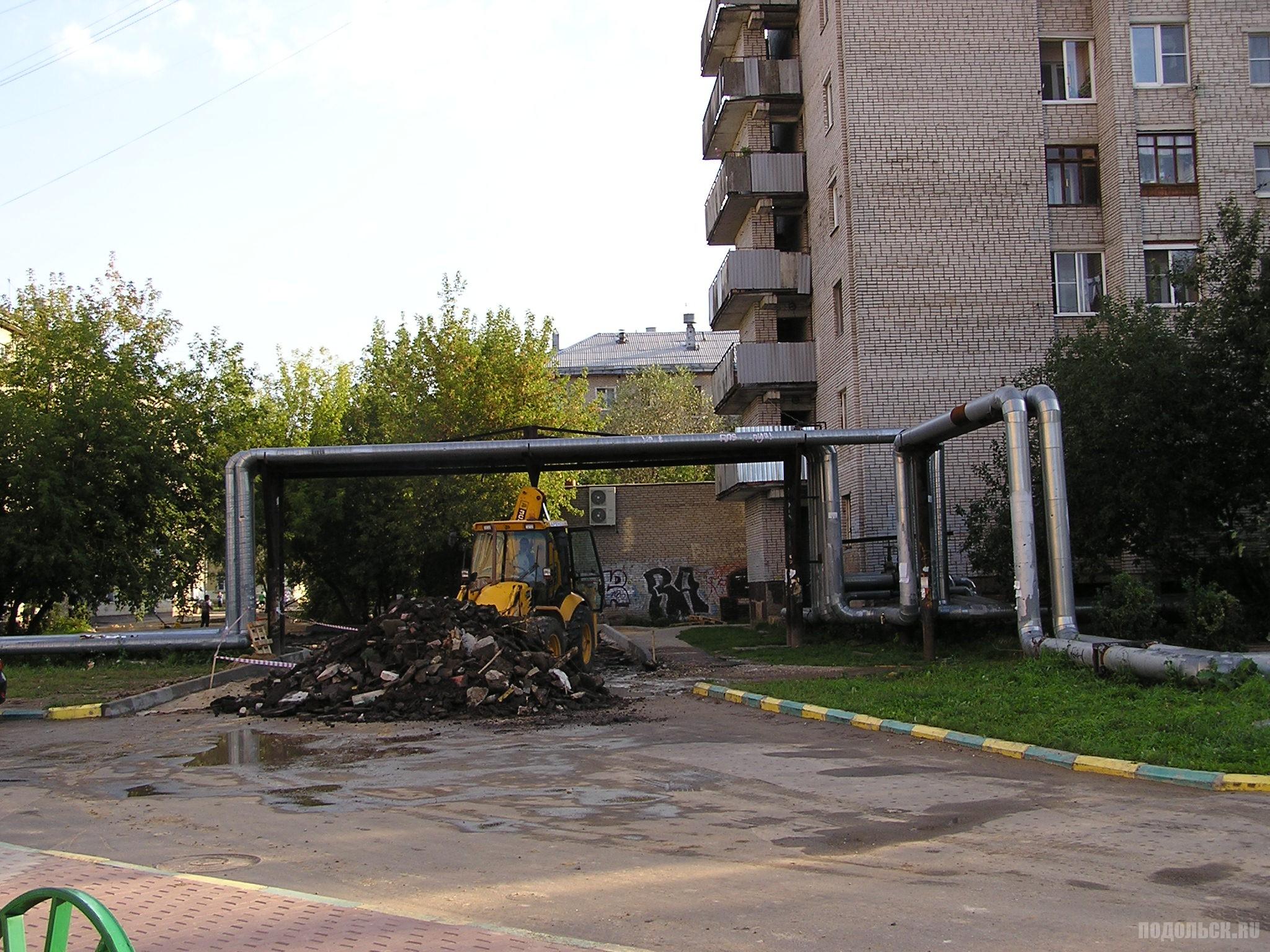 Прорыв водопровода при дорожных работах в Климовске. 29 августа 2016 г.