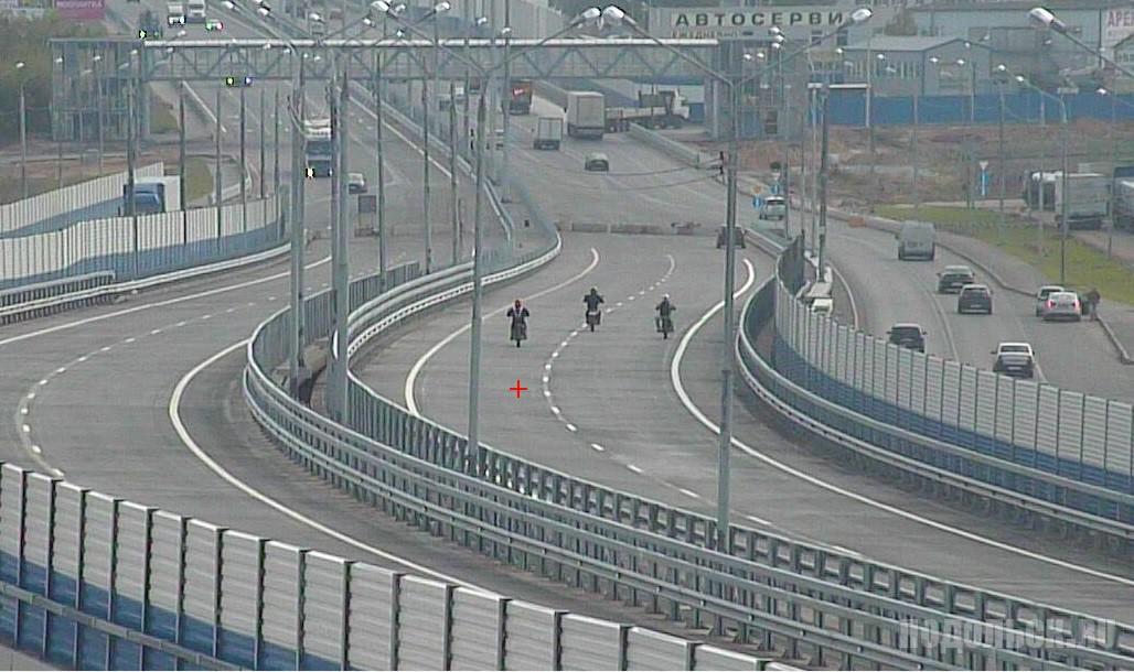 Мотоциклисты едут по обходу. 2 сентября 2016 г.