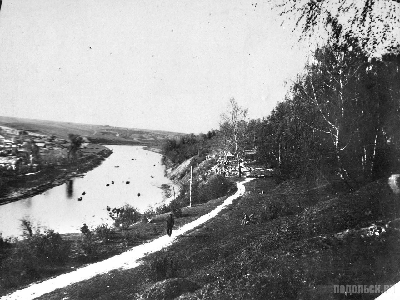 По крутому берегу вдоль парка. Начало 1930-х годов.