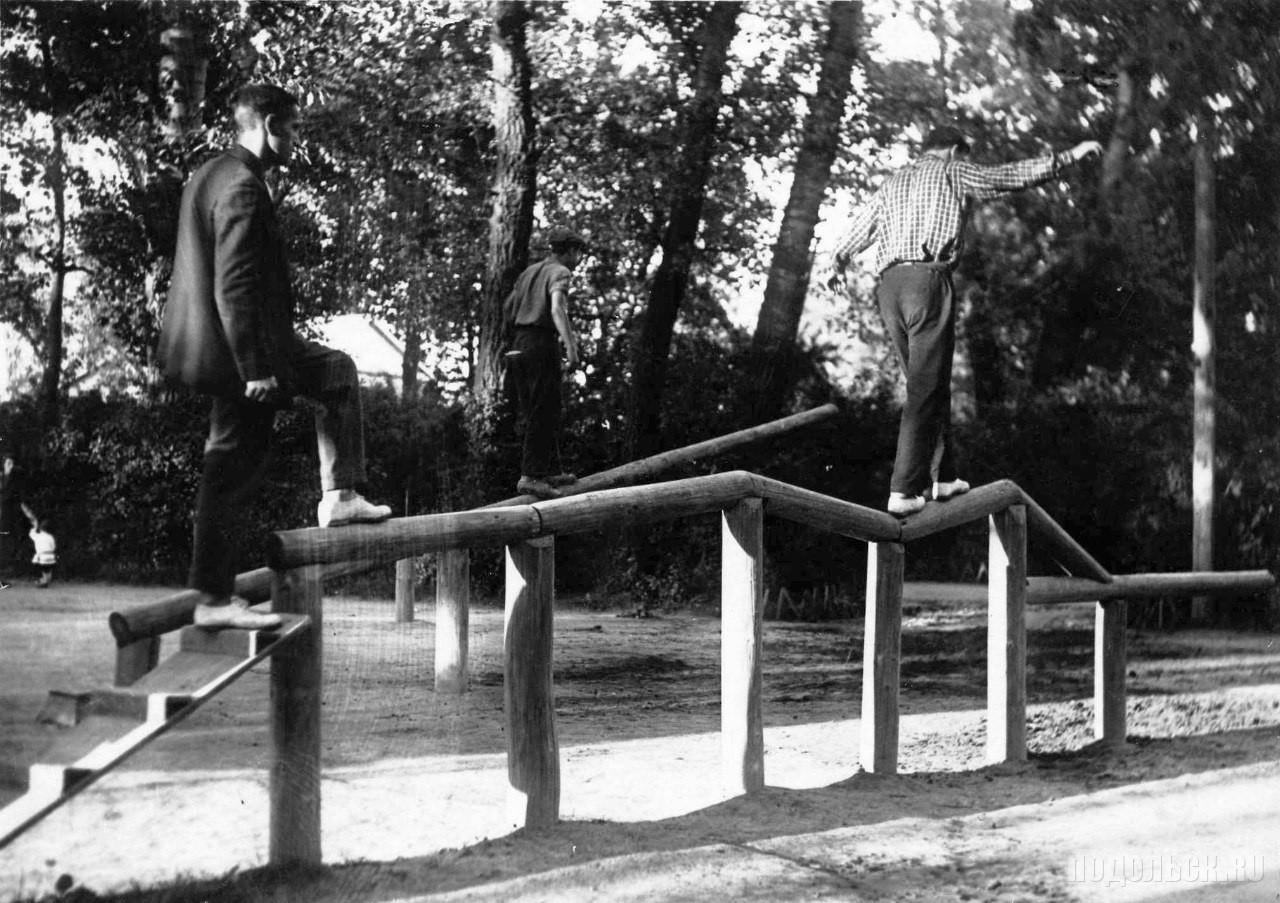 Спортивные снаряды в ПКиО Клуба имени Лепсе, 1932-1935 годы.