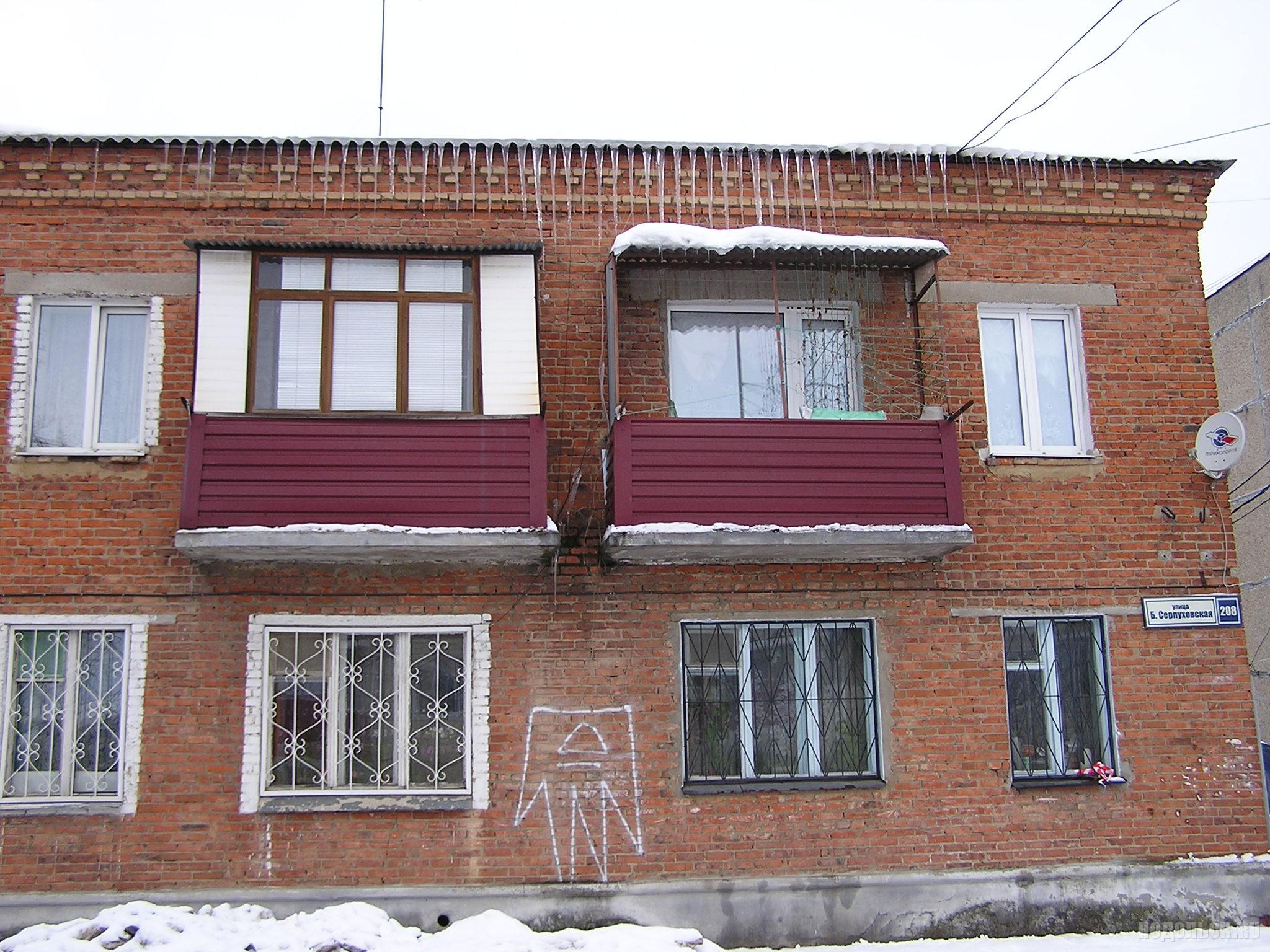Сосульки на доме. Пос. Железнодорожный, 12.2016.
