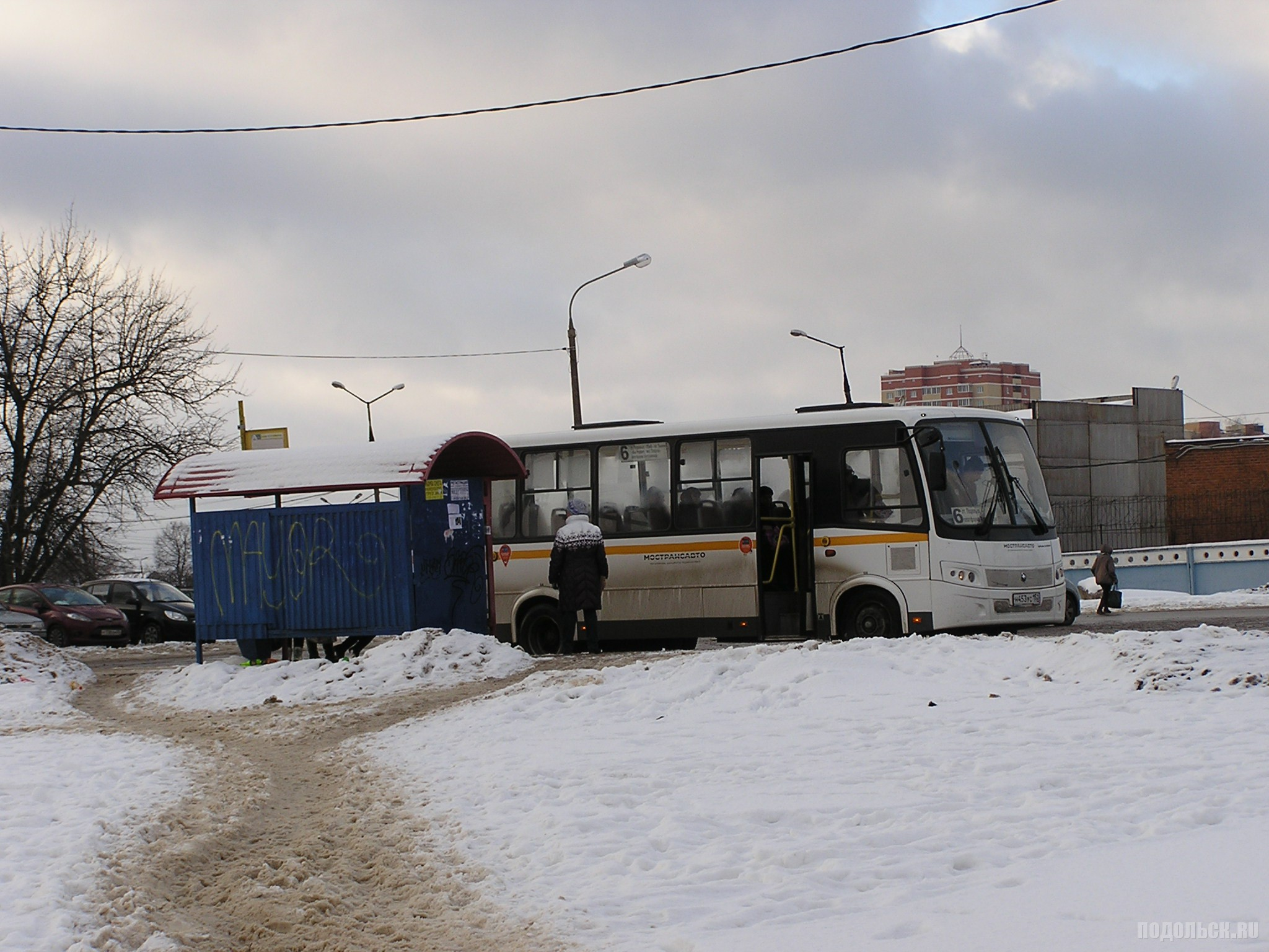 Автобус № 6 на остановке на Кутузовской. Декабрь 2016 г.