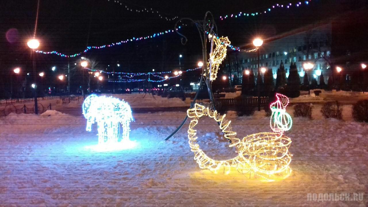 Иллюминация. Новогодний зоопарк в сквере Поколений.