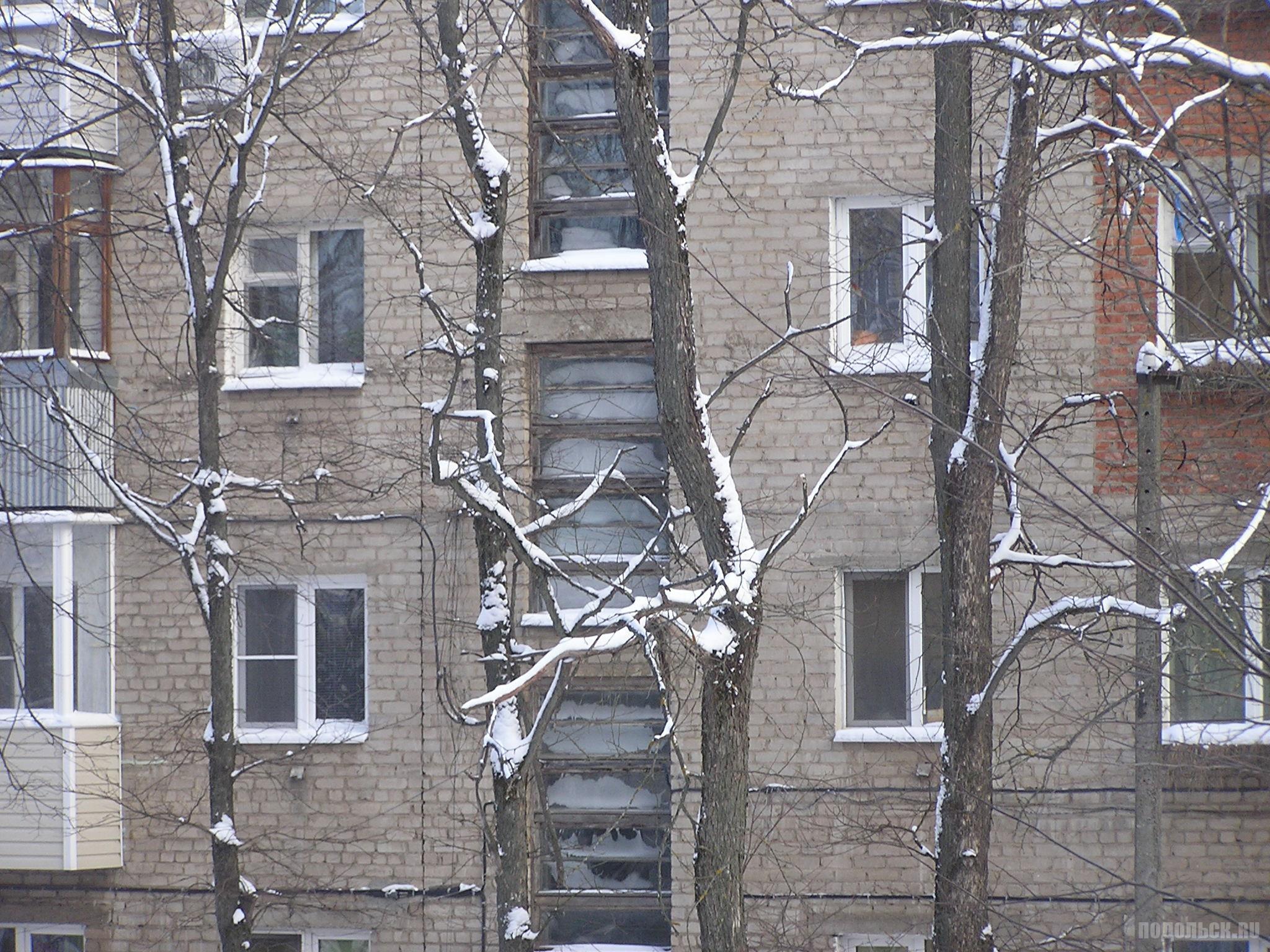 Замороженные окна подъезда. 8 января 2017.