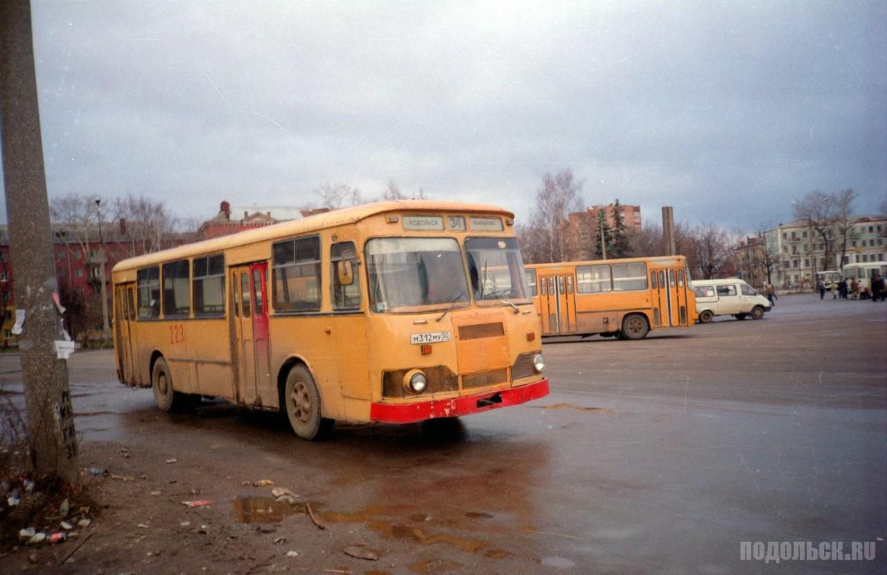 Вокзальная площадь города. 17.03.1999 г.