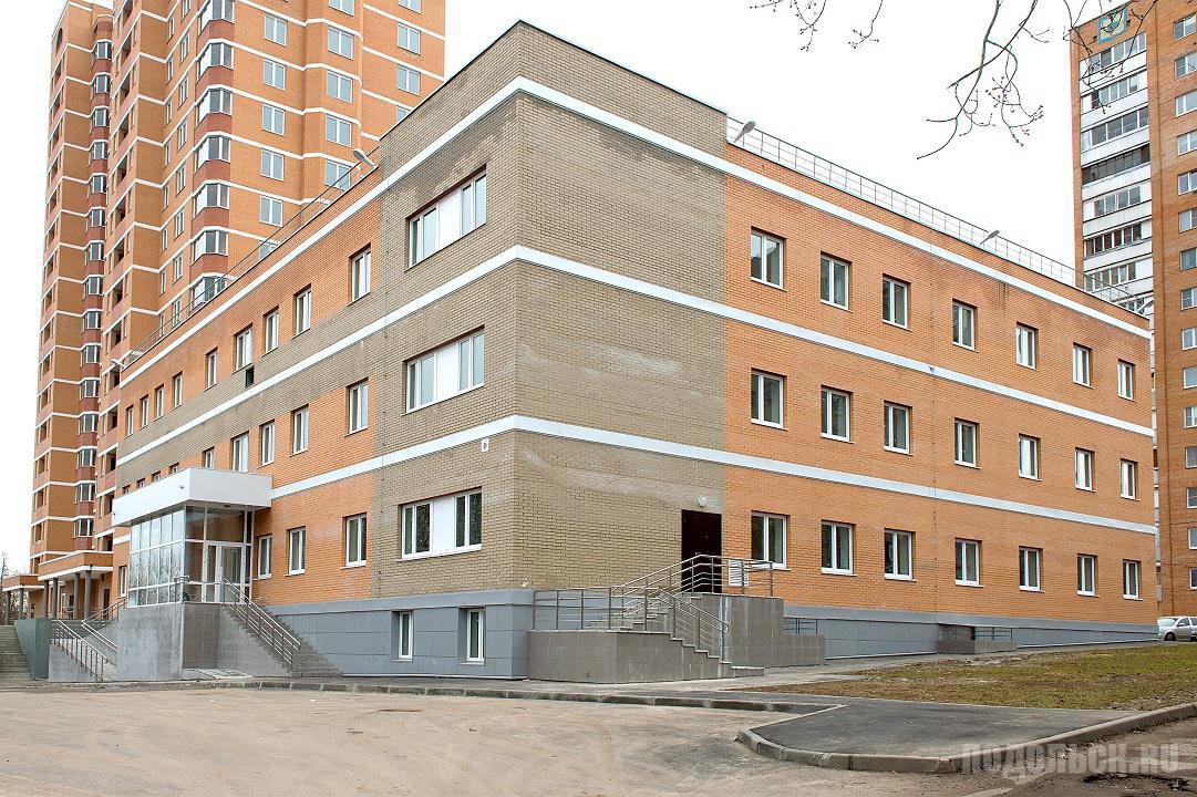 Поликлиника на улице Ульяновых, 31. Март 2017.