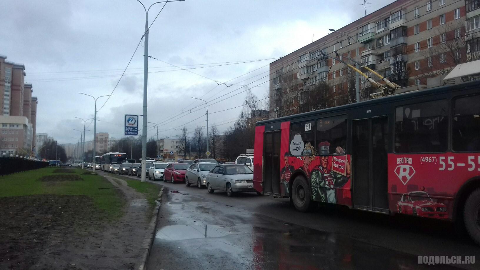 Ленинградский проспект, Октябрьский... все стоит, от центра микрорайона Кузнечики.  14 апреля 2017 года