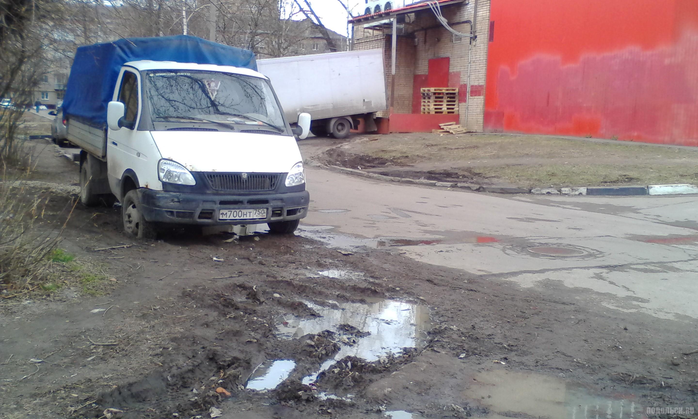 Газон на Симферопольской. Апрель 2017.