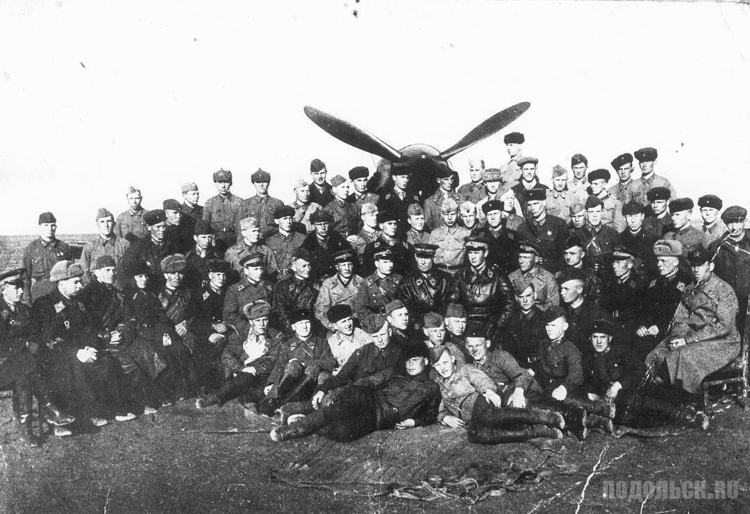 Личный состав 177 истребительного авиаполка в Дуброивцах. 1942 г.
